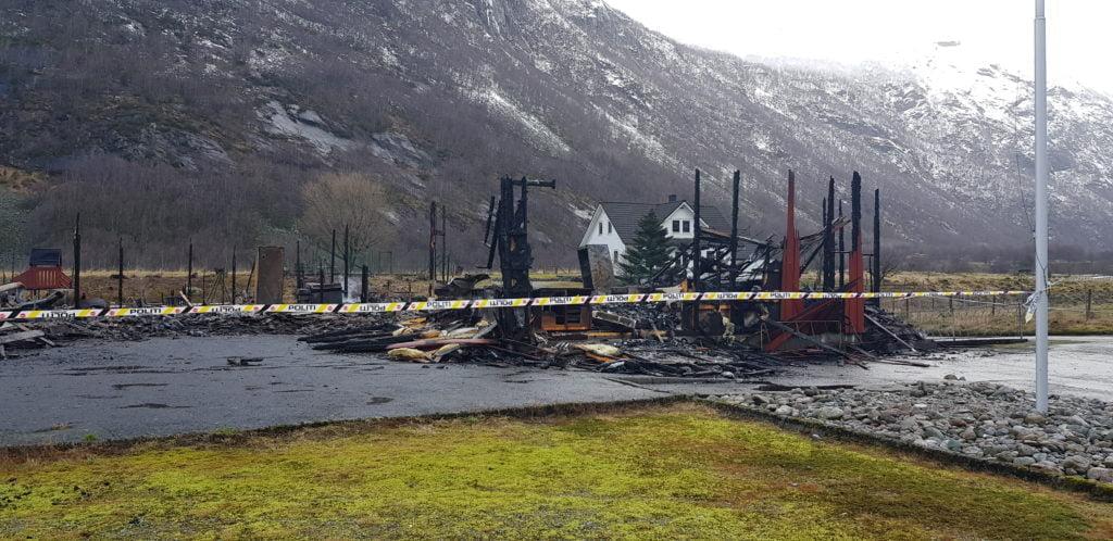 Branntomta etter at Ørsdalen kapell og grendahus brant ned.